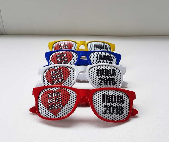 lunettes de soleil personnalisées avec stickers micro-perforés